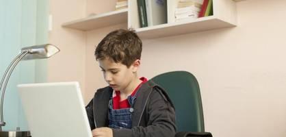 auf diese features sollten sie bei laptops für schüler achten
