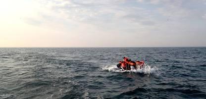 Ärmelkanal: küstenwache rettet mehr als 80 migranten aus seenot