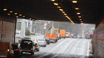 Autokorso gegen Corona-Maßnahmen in Erfurt: Straßensperrung