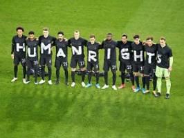 Özil, grindel und zweierlei maß: die dfb-elf, die menschenrechte und katar