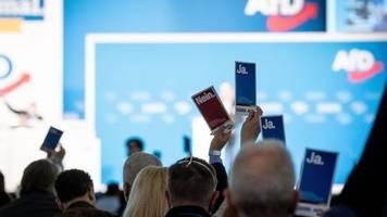 Bundestagswahl - AfD-Parteitag: Waffenscheine und Aufregung um Dexit