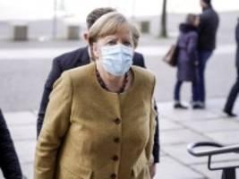 Angela Merkel: Finale zwischen den Fronten