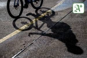 Stade: Jugendliche spannen Seil über Radweg – Fahrradfahrer stürzt