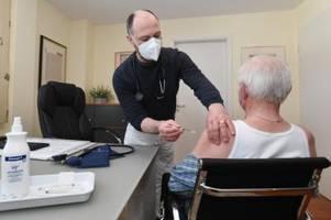 corona-impfung: hausärzte in augsburg kämpfen mit der bürokratie