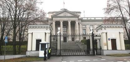 Im Streit mit den USA: Polen weist drei russische Diplomaten aus, Russland kontert