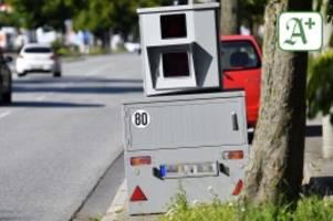 altona: erneut blitzeranhänger mit schwarzer farbe beschmiert