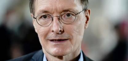 karl lauterbach: unbekannte kippen farbe auf privatauto des spd-politikers