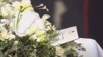 beerdigung von prinz philip: queen steckte persönliche karte in trauerkranz