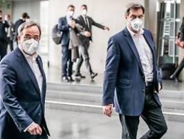 Keiner zieht bisher zurück: Showdown in K-Frage - Söder landet in Berlin