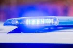 Illegale Feiern: Polizei beendet Party - Gäste kriechen unter Bett