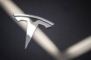 Debatte um Autopilot-System: Zwei Tote bei Unfall mit vermutlich fahrerlosem Tesla