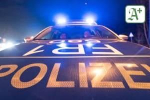 Krankheiten: Polizei löst Party auf: Gäste verstecken sich im Treppenhaus