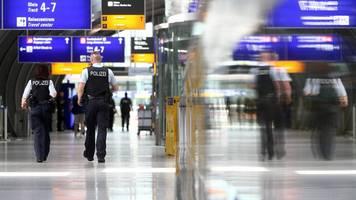 Frankfurt: Polizei erwischt Paar bei Sex im Bahnhof – ohne Maske