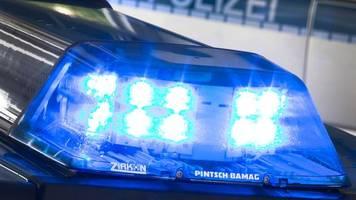 Polizei beendet Party: Gäste unter dem Bett und im Schrank
