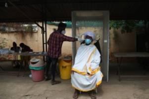 Pandemie: Indische Mutation: Lauterbach warnt vor Corona-Katastrophe