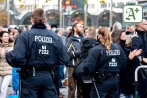 Extremismus: Verfassungsschutz: Corona-Leugner zunehmend gewaltbereit