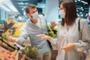 lage-report einkaufen - supermarkt-mitarbeiter packen aus: die stimmung kippt - die angst vor der ansteckung wächst