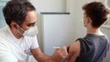 Corona-Impfungen: Berlin gibt AstraZeneca ab sofort für alle Altersgruppen frei