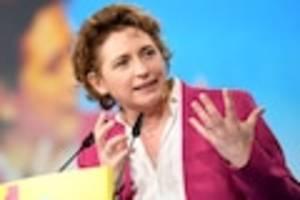 Europäische Hilfsgelder - Geld gegen Reform: Verfassungsrichter winken Corona-Hilfsfonds durch – zu Recht