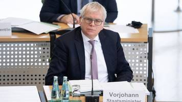 Mehr Finanzämter bleiben erhalten: Streit um neues Konzept