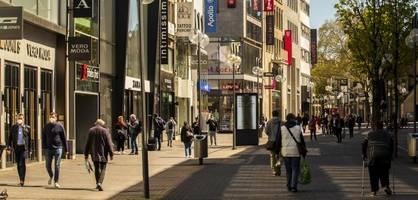 Ohne Test zum Shoppen und Friseur – Erste Lockerungen für Geimpfte in NRW