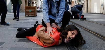 "gewalt gegen demonstranten in istanbul – ""schwarzer block"" in paris randaliert"