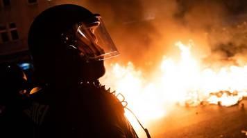 1.mai-demos: gdp geht von über 50 verletzten polizisten aus