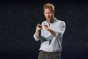 Royals: Prinz Harry beim Benefizkonzert Vax Live