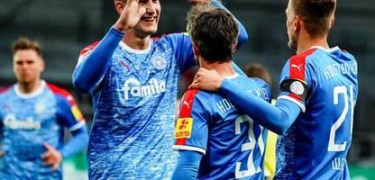 2. Fußball-Bundesliga: Holstein Kiel zieht am Hamburger SV vorbei und ist jetzt Dritter