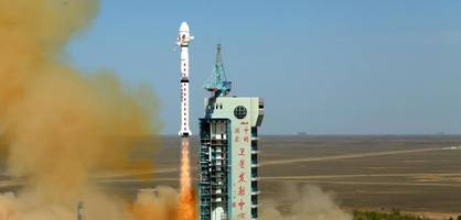 chinesische rakete fällt unkontrolliert zur erde - trümmerregen befürchtet