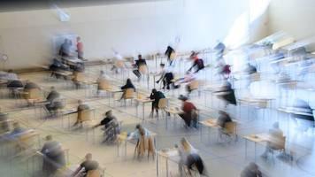 Rund 45 000 Jungen und Mädchen beginnen mit den Abi-Prüfungen