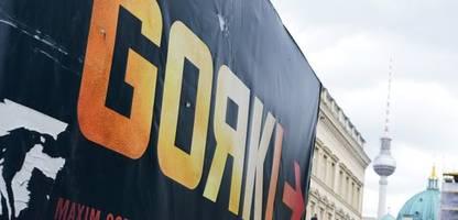 maxim gorki theater zahlt dramaturgin 15.000 euro abfindung