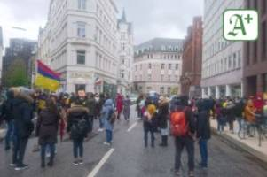 Alles corona-konform: Demo in Hamburg gegen Polizeigewalt in Kolumbien