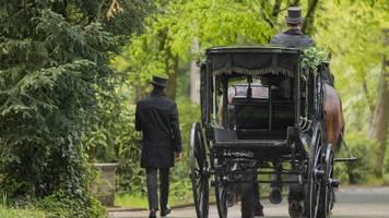beerdigung von willi herren: so trauern stars um den verstorbenen tv-star