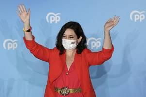 Lockdown-Skeptikerin Isabel Díaz Ayuso gewinnt im Großraum Madrid