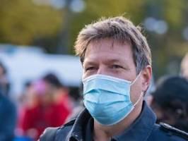 Erstmal war ich krank: Grünen-Chef Habeck erhielt Rest-Impfdose