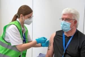 Pandemie: Muss man für die Corona-Impfung extra Urlaub nehmen?