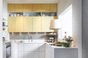 kreativität gefragt: stauraum schaffen: kleine küche hell und in die höhe planen