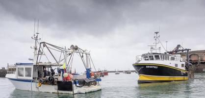 Marineschiffe, Fischer-Protest – Streit um die Fanggründe rund um Jersey