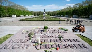 Fahrradkorso und Friedenstoast: Gedenken an Kriegsende