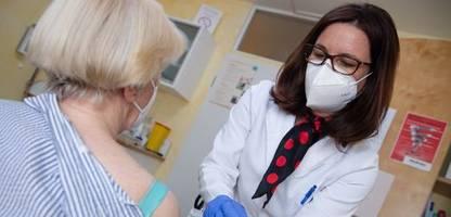 corona-impfstoffmangel: kassenärzte warnen vor biontech-engpass