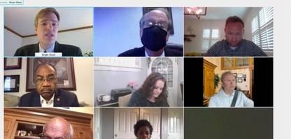 Zoom: US-Politiker fährt beim Videocall Auto – mit einem Büro-Hintergrund