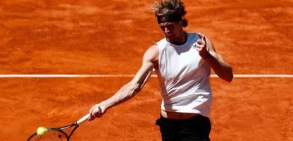 Tennis: Alexander Zverev besiegt Rafael Nadal in Madrid auf Sand
