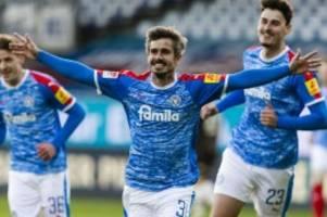 Fußball: Sieg über St. Pauli: Holstein Kiel weiter auf Erstliga-Kurs