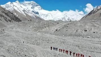 Mount Everest: China schränkt wegen Corona Zugang für Bergsteiger ein
