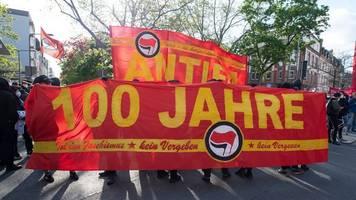 antifa demonstriert in frankfurt: kritik an polizei