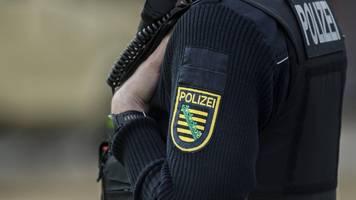 silvesterrandale in leipzig: polizei fahndet mit fotos nach mutmaßlichem böllerwerfer