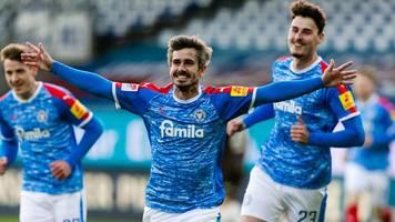 Sieg über St. Pauli: Holstein Kiel weiter auf Erstliga-Kurs