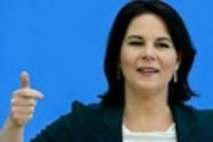 """die jugend der grünen kanzlerkandidatin - baerbock, die praktikantin: an ihrem ersten arbeitstag sah sie """"rot"""""""