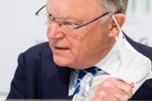 Regierung: Bekämpfung der Corona-Pandemie: Weil räumt Fehler ein